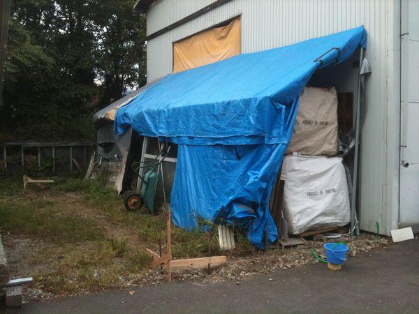 工房横の小屋